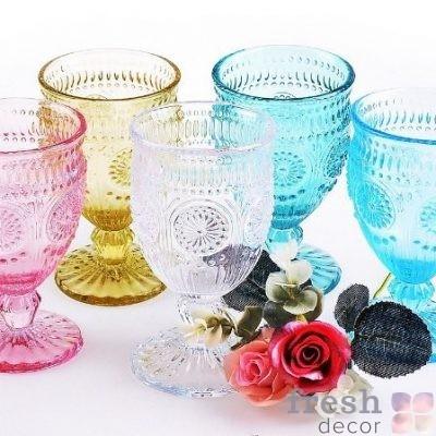 Цветные бокалы из стекла