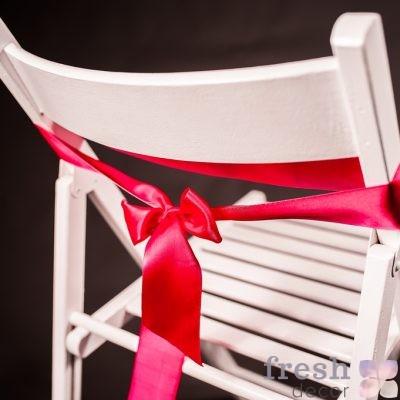 лента на стул малинового цвета