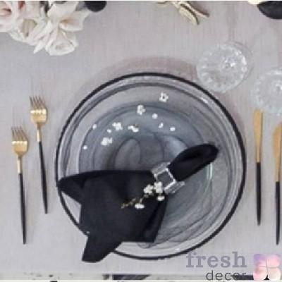 прозрачная подстановочная тарелка с разводами и черным кантом